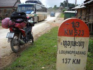 ソンチャ村での道路標識と愛車ホンダバイク