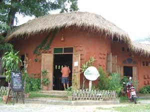チェンマイの土の家喫茶店